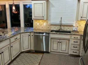 Kitchen-Remodeling.-white-cabinets.-Johnson-County-Kitchen-Remodeling