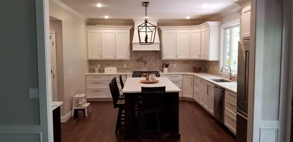 Kitchen with island. Kitchen Remodeling. Johnson County Remodeling. Lenexa. Leawood. Overland Park. Olathe.